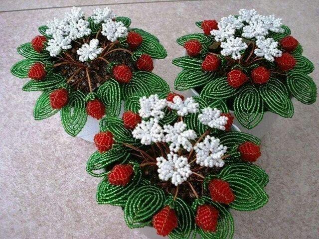 Jahody v kvetinaci