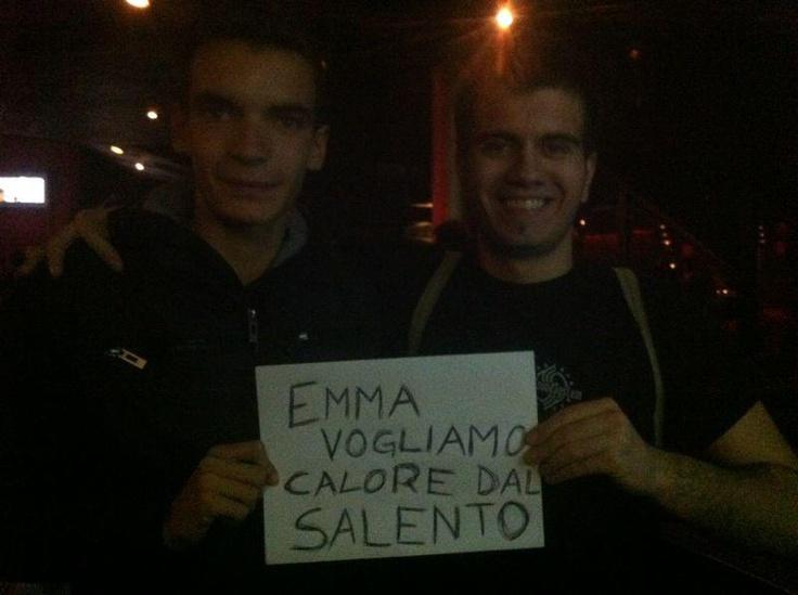 Vogliono il calore dal #Salento! Ed @Emma_Marrone lo ha portato tutto per loro! ;) #PugliaSoundsinLondon