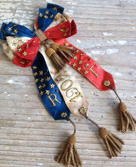 simplementfrancaises:      …1902-French Star embellished Ribbon Bow-Metal Thread Tassels…  (Source: fleaingfrance)
