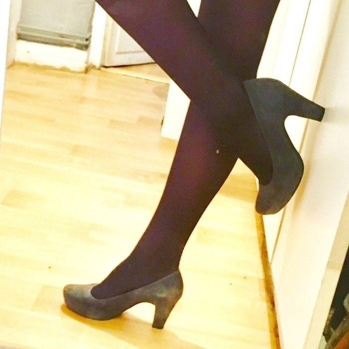 Escarpins gris daim Unisa ! Taille 36  à seulement 35.00 €. Par ici : http://www.vinted.fr/chaussures-femmes/escarpins-and-talons/22337270-escarpins-gris-daim.
