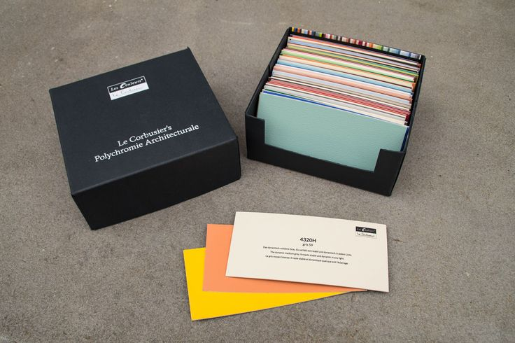 With the removable colour cards the entire colour palette is freely combinable and simplifies the assembly of perfect colour harmonies. On the back of each colour card one will find the colour name, number and the description of the nuance.