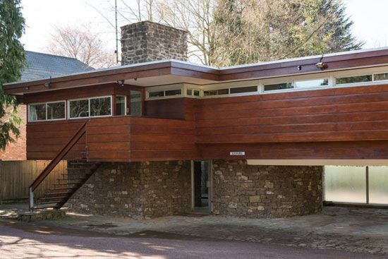1960s Robert Harvey-designed midcentury modern property in Kenilworth, Warwickshire