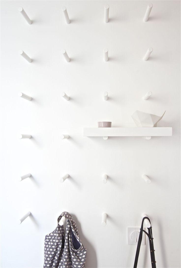Настенная вешалка для одежды в прихожую: материалы, конструкции, дизайн - HappyModern