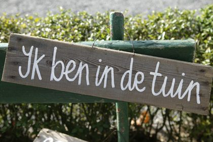 ''Ik ben in de tuin'' or in English ''I'm in the garden''.