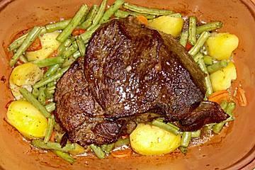 Anklicken zum Vergrößern von Rinderbraten mit grünen Bohnen und Kartoffeln