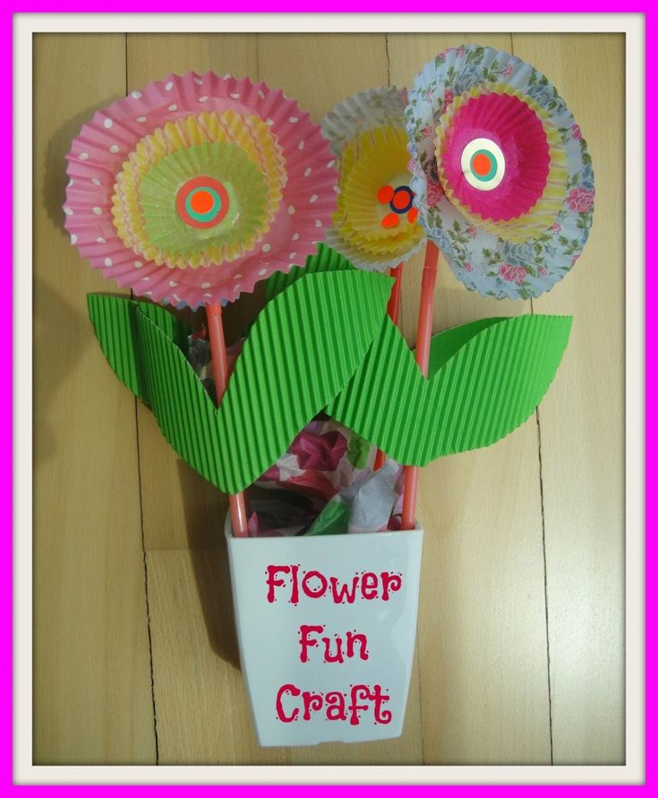 Flower Fun Craft - What mom doesn't love getting flowers from her kids? Real flowers only last a few days, here is a great craft that will keep your kids busy and give you something to show off to your friends. It's really simple & easy to make.