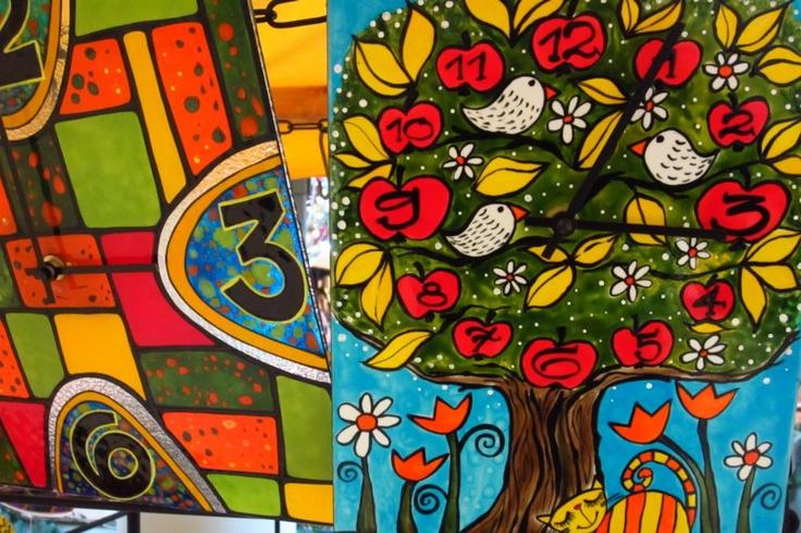 Keď spojíte číre sklo, farby a talent, vznikne vám krásny darček pod stromček.