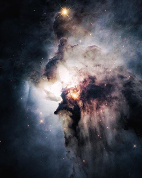The center of the Lagoon Nebula is a whirlwind of spectacular star formation.  Credit: Hubble Space Telescope
