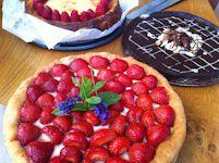 Taartenbuffet met 100% huisgemaakte taarten: een aardbeienvlaai met banketbakkersroom, een Käsekuchen met frambozen en mijn favoriet, chocolade-espresso-notentaart! Een super verjaardagsfeest op ons zeilschip!