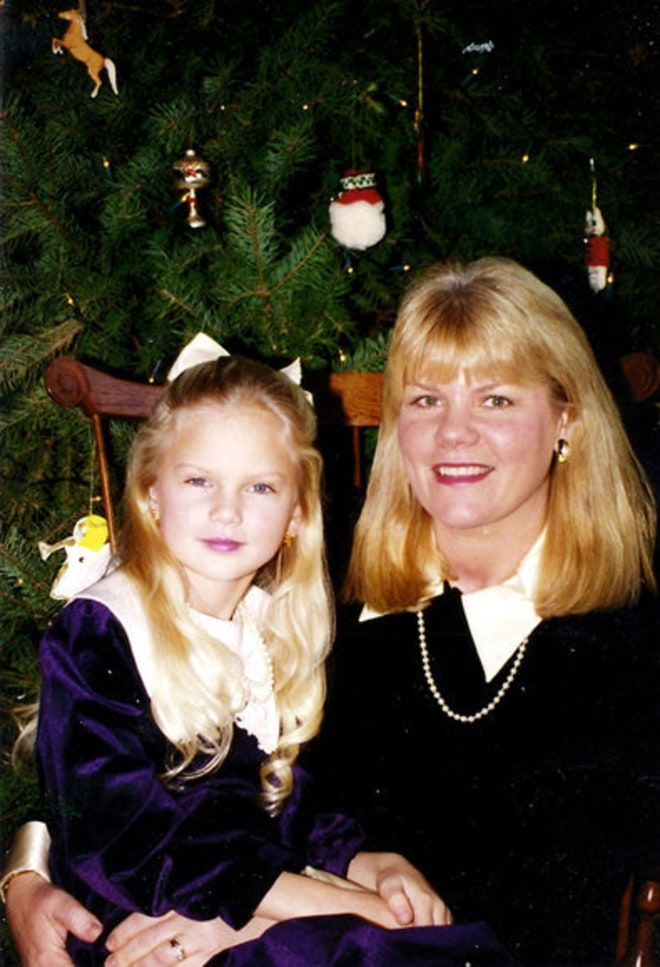 Taylor Swift S Family Album Shots Of Our Cover Girl S Picture Perfect Life Taylor Swift Childhood Taylor Swift Family Young Taylor Swift