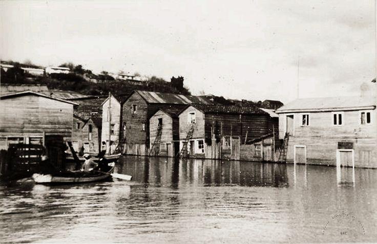 Galería Histórica de Carahue. Cultura Ribereña: Inundación en Villa Estación. 1981.- -----------#ghc #carahue #memoria #patrimoniofotografico #galeriahistoricadecarahue