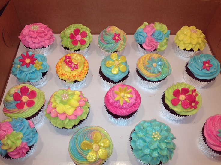 17 best images about cupcake decorating ideas on pinterest for Cup decorating ideas
