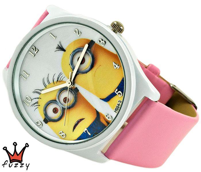 Ρολόι Minions, σε ροζ και λευκό με παραστάσεις minions στο εσωτερικό του. Πλαστικό λουράκι σε ροζ χρώμα. Διάμετρος καντράν 40 mm.