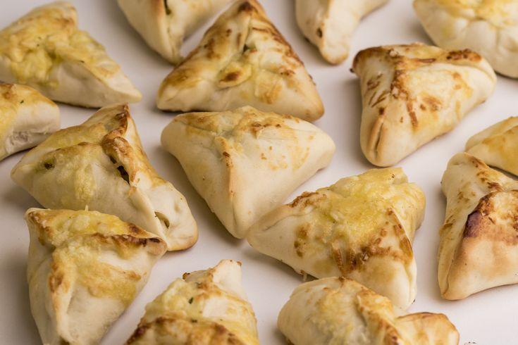 Aprenda a fazer mais de 15 receitas originais como pãezinhos de calabresa, coxinhas bolivianas e croquestes de lombo com damasco