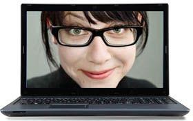 Que ce soit pour les lunettes de vue ou les lunettes de soleil, la plupart des opticiens propose désormais d'essayer des lunettes en ligne via un miroir virtuel.
