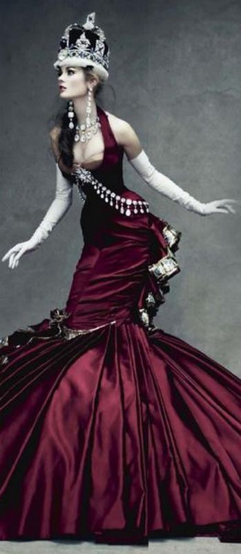 A gorgeus alice un wonderland's red queen( Photo by Patrick Demarchelier)