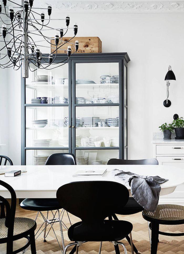 black cabinet | photo jonas berg