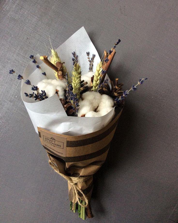 Оригинальный букет из сухоцветов в полосатом крафте Стиль, простота и изящество. Все в лучших традициях Kraft Flowers…