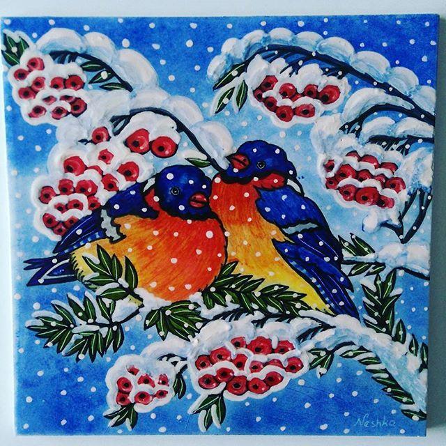 """Kuşlar ve mevsimler temalı koleksiyonumun son parçası """"KIŞ"""" fırından çıktı. Çerçevelenip duvara asılmaya hazır.  #tilepainting #pano #tileart #painting #handpainted #ceramic #bird #birds #season #ceramics #tile #snow #winter #tiles #decorativepainting #tilepainting #instagram #ilikeit #like #instagood #instalike #byneshka #çini #art #craft #çiniboyama #çinipano #çinisanatı #kuş #kış #kar"""