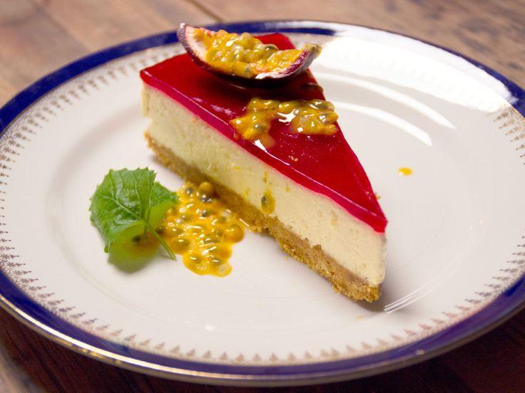 Citroncheesecake med hallontäcke och passionsfrukt | Recept från Köket.se