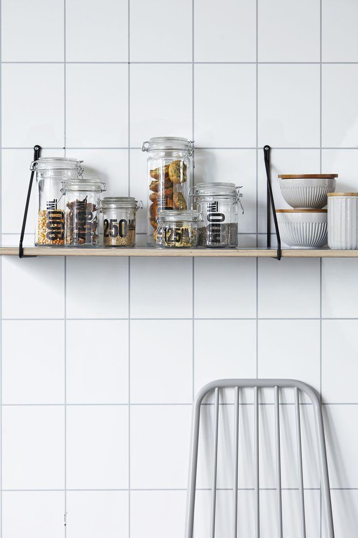 Wall shelf APART from House doctor. Cool kitchen! wonenmetlef.nl