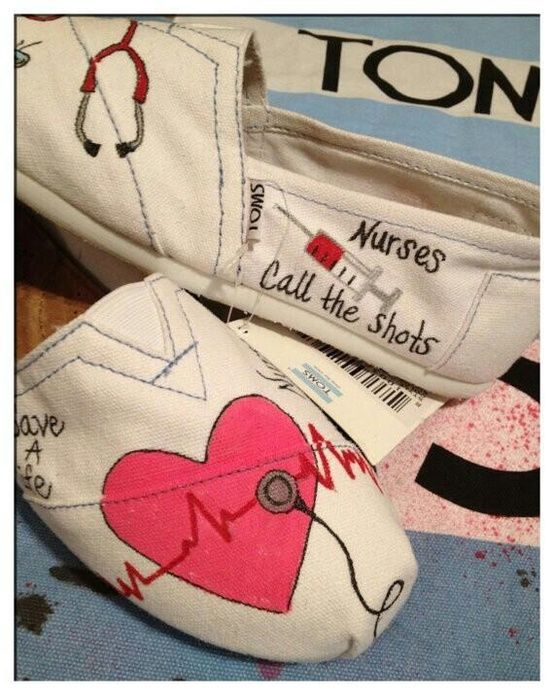 Nursing Toms! These are SO CUTE!!!!  I'm sure they'd absolutely KILL my feet, but I'd love them for going out to eat, or to a movie, or anyplace where I wasn't going to actually have to spend a lot of time on my feet.  For people who are a LOT more flat-footed than me, these would be totally FAB!!!