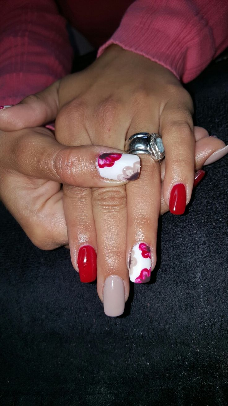 Red nails with hand painted nail art #biosculpture #nded