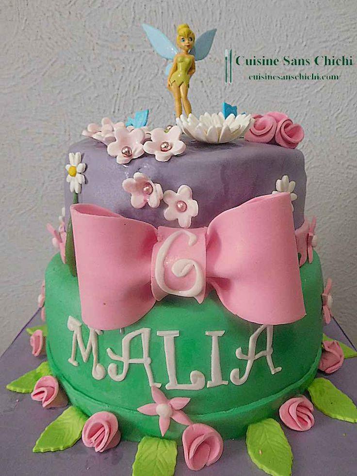 Gâteau la Fée Clochette, pour anniversaire petite fille. Toute la décoration du gâteau , est réalisée à la main sans moule, en pâte à sucre. Tout est comestible.