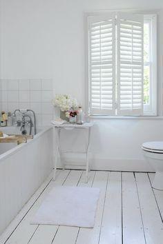 Witte shutters