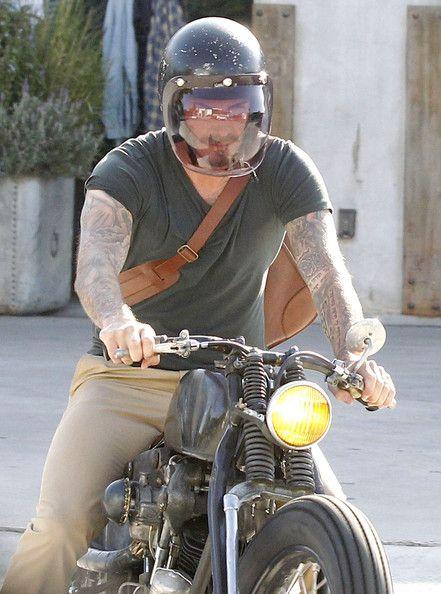 David Beckham Photo - David Beckham Out Shopping On Melrose