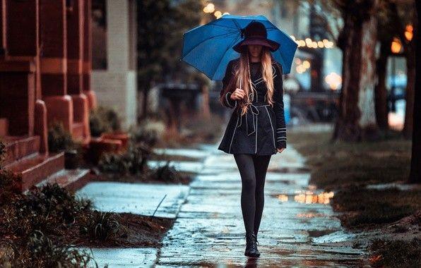Картинка 596x380 | Девушка с зонтом идет по улице | Девушки, фото #картинки#фото#девушка#улица#дорога#зонт#шляпа#без_лица#город
