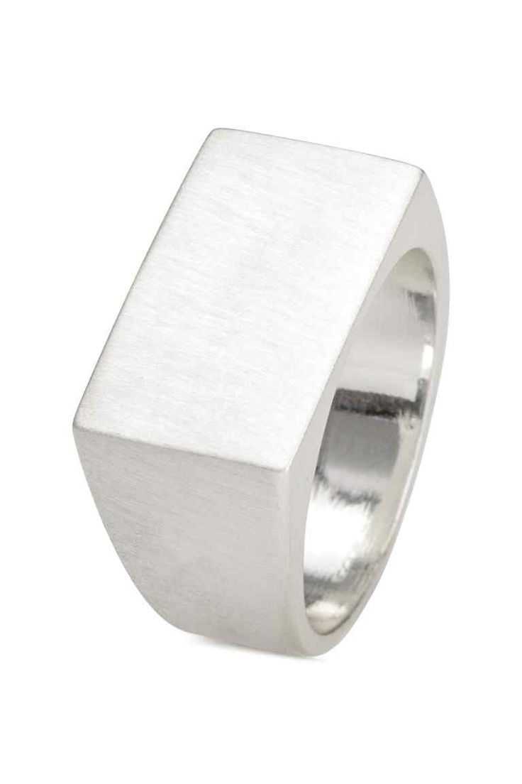 Перстень-печатка: Перстень-печатка из металла.