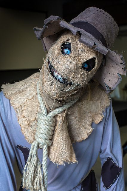 Yet another Scarecrow cosplay that destroys the lazy concept from The Dark Knight | Paris comics expo 2012