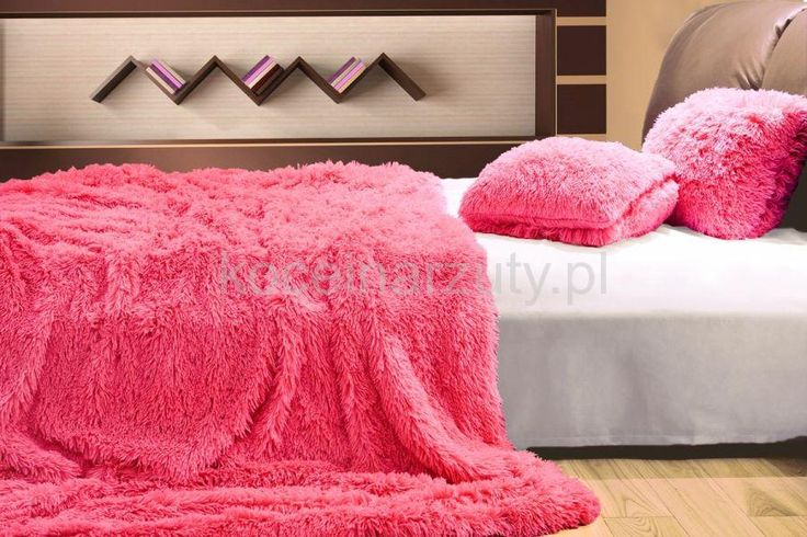 Włochaty koc różowego koloru