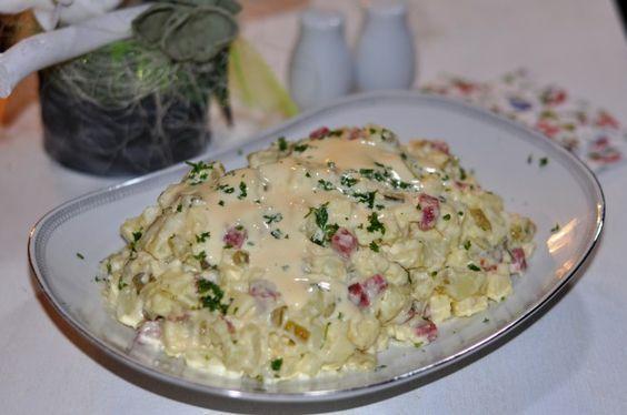 Echte Huzarensalade zelf maken. Deze heerlijke salade lijkt in de verste verte niet op de huzarensalade die je in de winkel koopt. Zelfs de mayonaise is