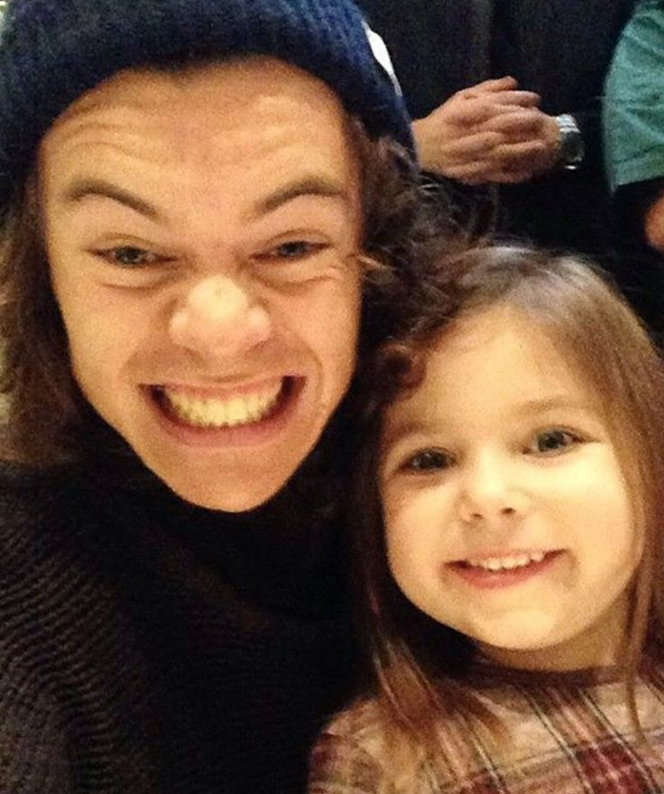 People need to stop putting children with Harry Styles because it's killing me.