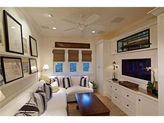 25 best ideas about small tv rooms on pinterest small apartments small apartment decorating - Small spaces tv show paint ...