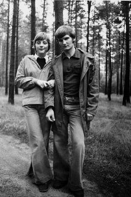 Angela Merkel mit Ihrem 1. Ehemann Ulrich Merkel, circa 1975. Foto: DIETER BAUER/FOCUS MAGAZIN