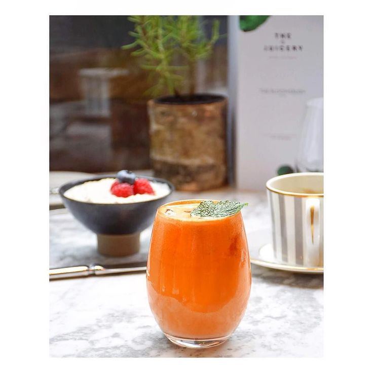 Take a minute to start your day right - #Breakfast really is the most important meal of the day! It has several long term health benefits including reducing high blood pressure hearth diseases and diabetes. And most of all it can be absolutely delicious! Especially if it includes a Mercer Juice full of #vitality and #energy! @dallowayterrace #TakeoverTuesday #DallowayxJuicery #HealthyLifestyle