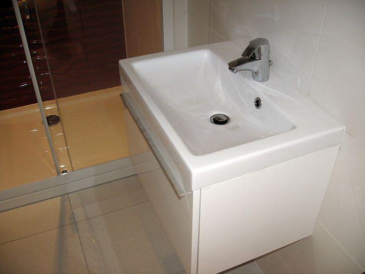 w małej łazience
