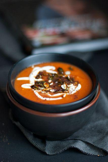 Pomidorų sriuba su cinamonu.