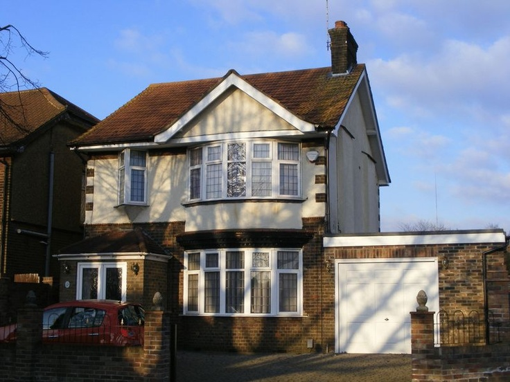 Price Range £270,000 - £290,000  3 Bedroom Detached House - Stockingstone Road, Luton, Bedfordshire, LU2 7NH Estate Agents