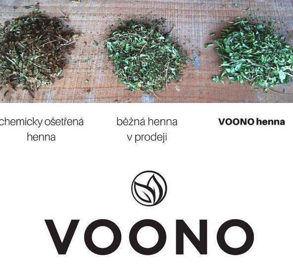 100% přírodní bylinné barvy na vlasy Voono jsou sestaveny z indických bylinek, které mají pomáhat tělu.