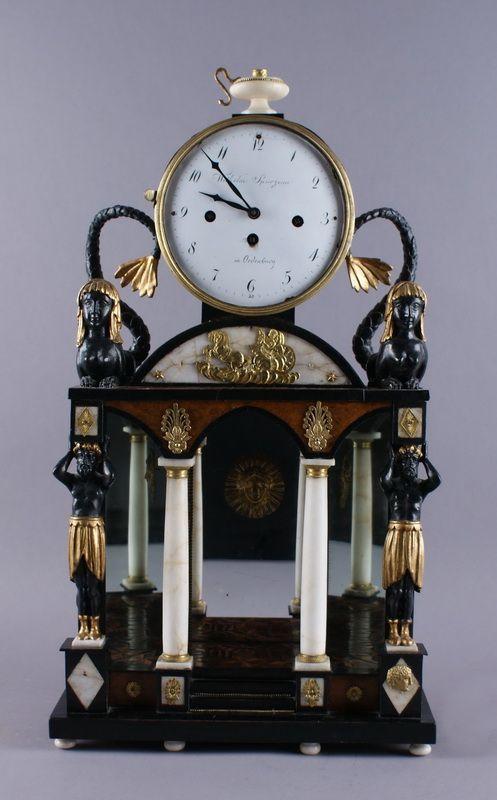 EMPIRE UHR Um Prunkvolle Holz Geschnitzte Uhr, Im Oberen Bereich Bekrönen  Zwei Figuren Die Uhr, Mit Pendel, Rest. Bed., H 61 X B X T 15 Cm