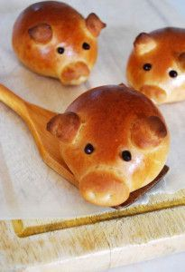 Sweet piglet-shaped buns stuffed with Italian sausage.