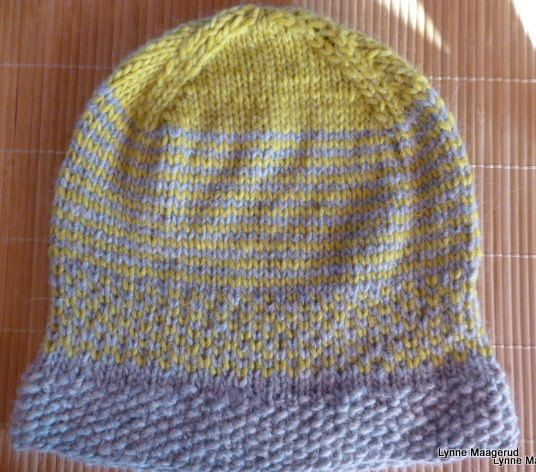 Handknitted hat in grey and lime woolmix by LynnesEbooks on Etsy