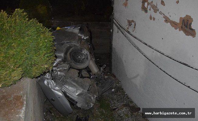 Bilecik'te trafik kazası: 2 ölü, 1 yaralı Bilecik'te meydana gelen trafik kazasında 2 kişi öldü, 1 kişi ağır yaralandı.
