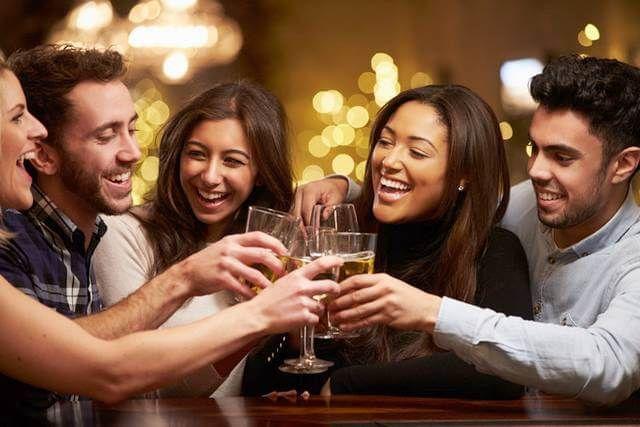 تحقیقات انجام گرفته در باره میزان مصرف نوشیدنیهای الکلی در کشورهای مختلف دنیا نشان میدهد که زنان هم تقریبا به اندازه مردان مشروب میخورند.