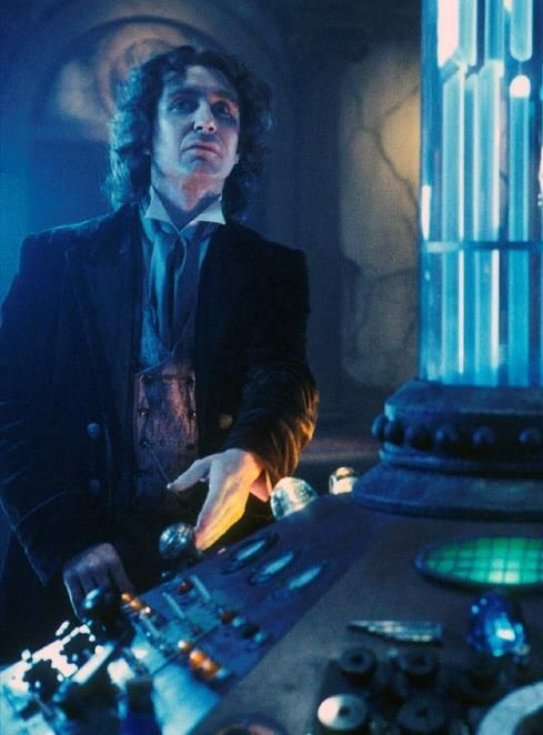 Paul McGann in this classic 8th Doctor outfit with his TARDIS.  #DoctorWho