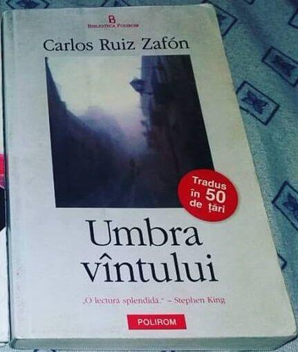 Umbra vântului de Carlos Ruiz Zafón este primul volum din trilogia Cimitirul Cărţilor Uitate urmat de Jocul îngerului şi Prizonierul cerului.
